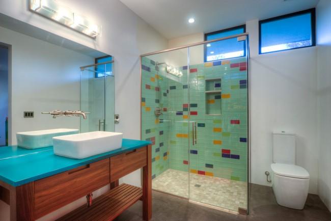 Душевые ограждения из стекла без поддона. Душевые шторки могут устанавливаться как на края ванны, так и на пол душевой зоны. Механизмы открывания можно подобрать подходящие к габаритам вашей ванной комнаты - распашные, раздвижные или откатные