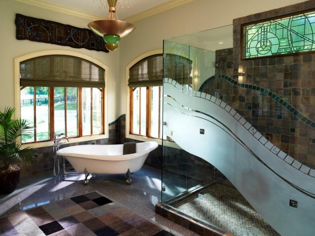 Душевые ограждения из стекла без поддона. Ванная в средиземноморском стиле с душевым боксом из фрезерованного стекла, рисунок которого подчеркивает мозаику в отделке