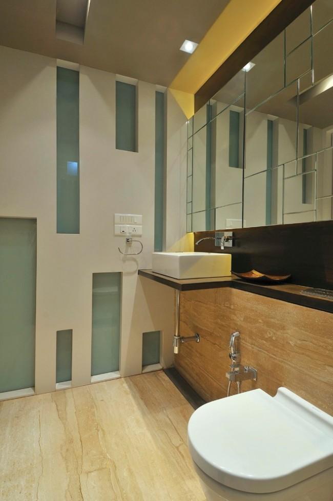 Гигиенический душ для унитаза со смесителем. Все коммуникации для подвода воды к раковине и смесителю гигиенического душа можно спрятать в одной стене