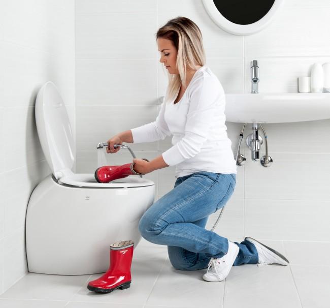 Гигиенический душ для унитаза со смесителем. Проточная вода в непосредственной близости возле унитаза - это несравнимо более легкая и санитарно эффективная уборка помещения, а также возможность аккуратно и без забивания трубопровода помыть сильно загрязненные вещивода в непосредственной близости возле унитаза - это несравнимо более легкая и санитарно эффективная уборка помещения