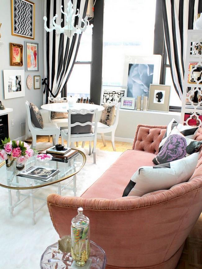 Мягкая мебель для зала. Мягкий диван для двоих в классическом стиле с бархатной обивкой бледно-розового цвета