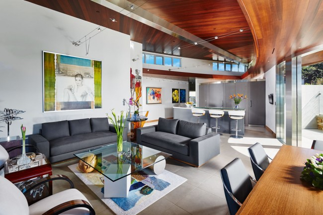Мягкая мебель для зала. Композиция мебели в гостиной составляется с учетом естественного освещения, количества человек в семье, и многих других факторов