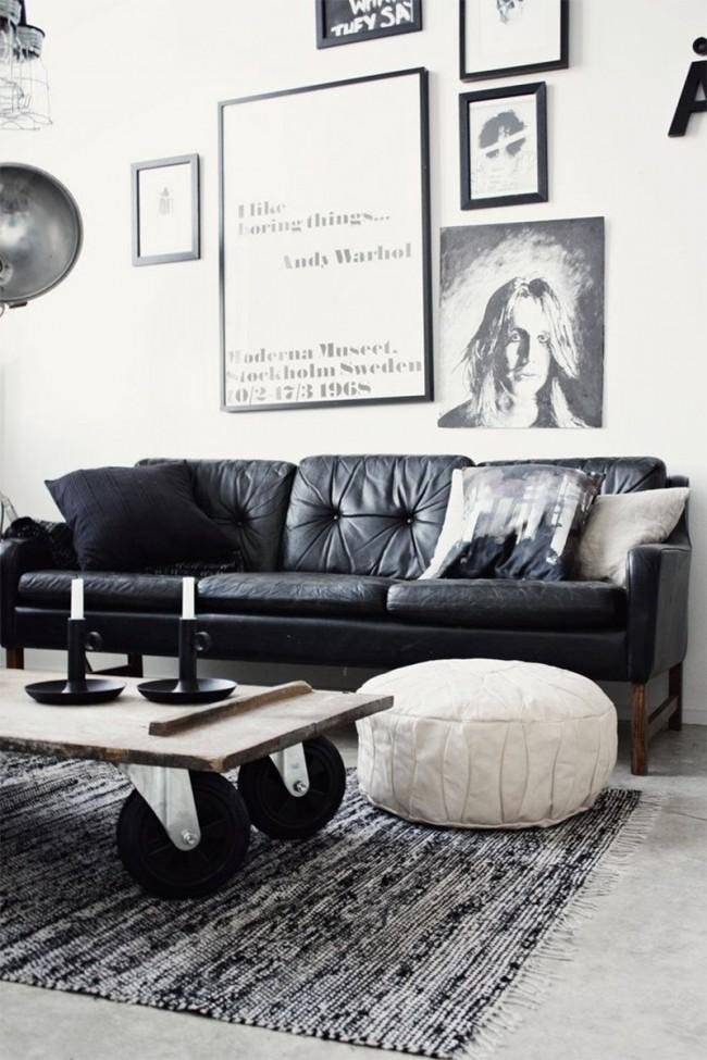 """Мягкая мебель для зала. Черно-белый интерьер гостиной с элементами стиля """"индастриал"""", построенный в современном ключе, но с использованием состаренных материалов"""