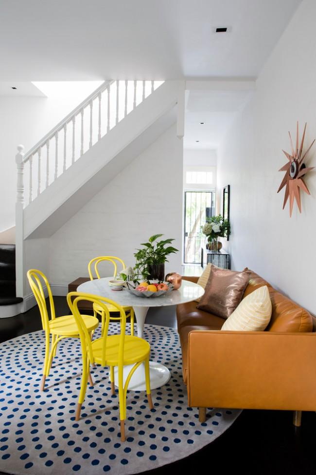 Ковры в интерьере гостиной. Круглыми коврами с радиальным рисунком можно достигать интересных визуальных эффектов в гостиной - они превосходно объединяют группы мебели