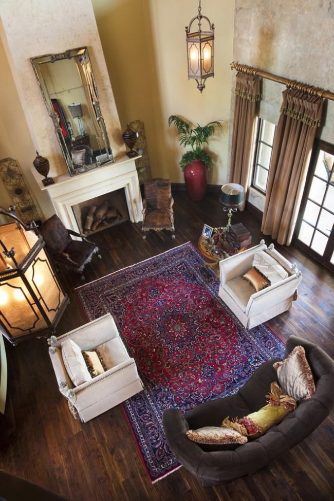 Ковры в интерьере гостиной. Традиционные гостиные комнаты лучше всего дополняются классическими шерстяными коврами с рисунком, чаще одинарными, но можно и наслаивать их друг на друга