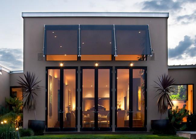 Маркизы для террасы и веранды. Современная открытая маркиза для жилых домов. Ее навес может состоять не из материи, а из стекла или даже солнечных батарей