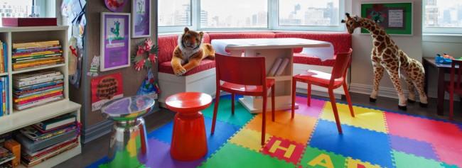 Мягкий пол для детских комнат. ЭВА-коврики можно делать персонализированными: например, выстроить из букв алфавита имя маленького хозяина комнаты