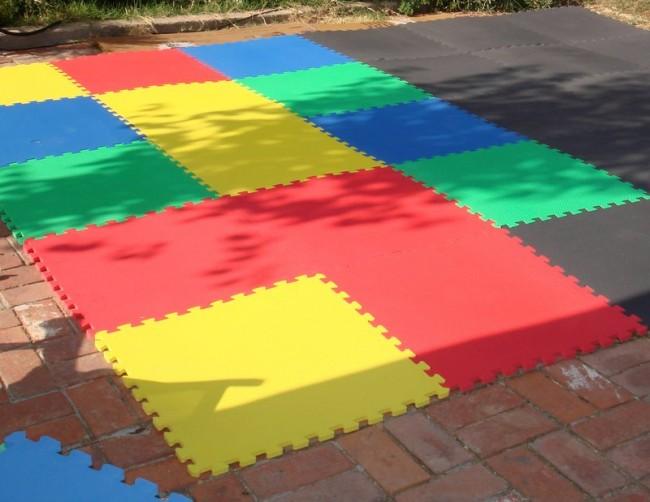 Мягкий пол для детских комнат. Материал ЭВА-плиток обеспечивает достаточную теплоизоляцию, чтобы использовать их и для уличных летних игр