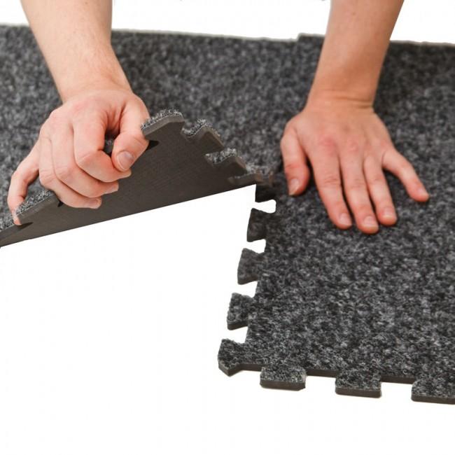 Мягкий пол для детских комнат. Достаточно простой в сборке модульный пол на ЭВА-основе с традиционным для офисного ковролина ворсистым покрытием