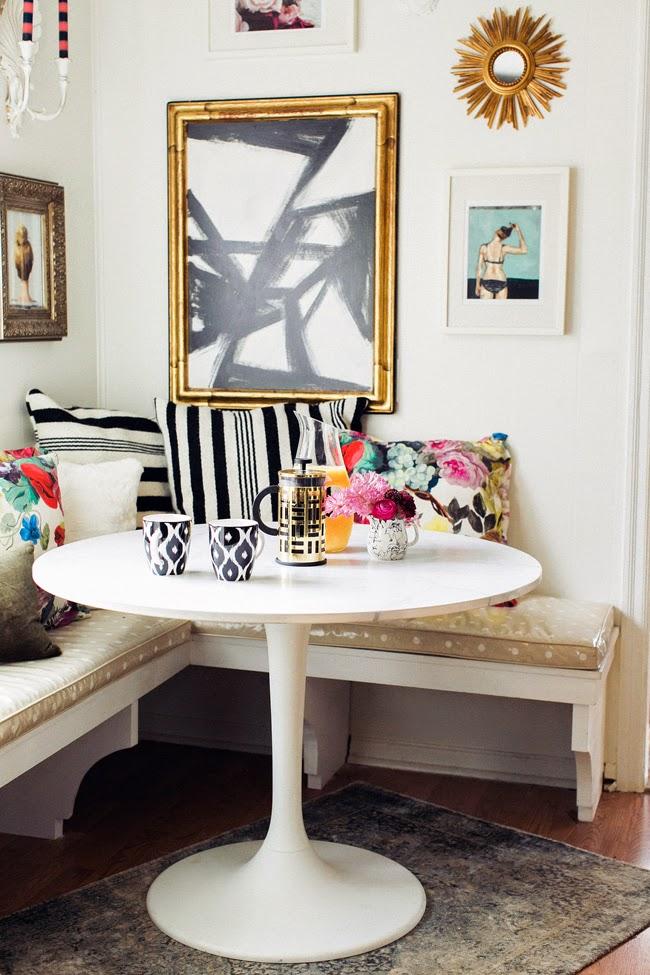 Обеденные столы. Круглый обеденный стол, рассчитанный на два-три человека - симпатичный вариант, сберегающий пространство