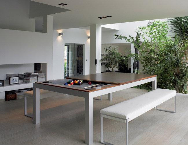 Обеденные столы. Два в одном: минималистичный обеденный стол, который прячет под столешницей вторую поверхность, для игры в пул