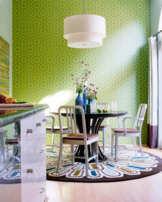 Обеденные столы. Небольшой круглый обеденный стол как центр композиции помещения
