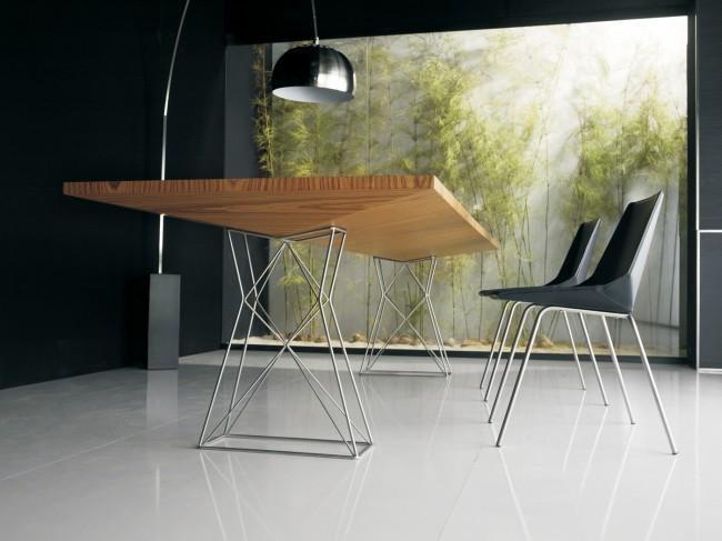 Обеденные столы. Игра на контрасте: массивная деревянная столешница обеденного стола на легких металлических ножках геометричной формы