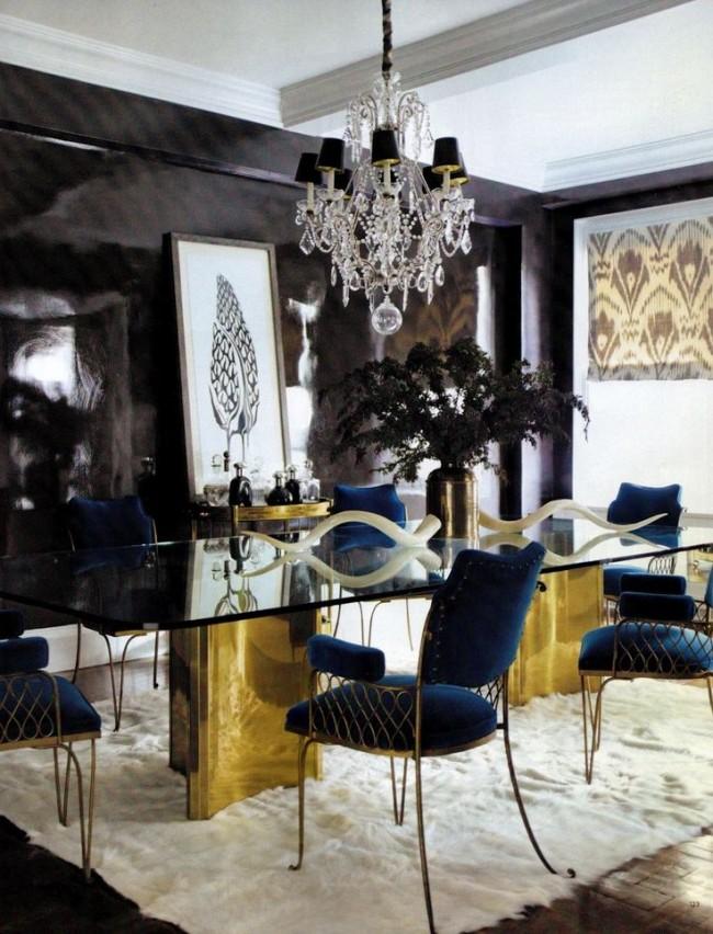 Обеденные столы. Классический форм-фактор и футуристичные очертания глянцевого стола с золочеными ножками