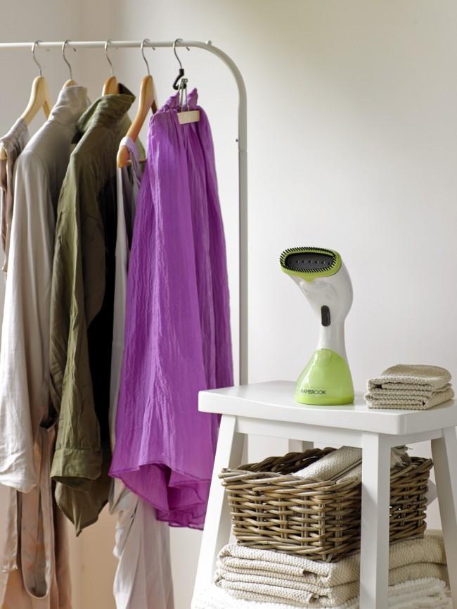 Отпариватель для одежды. Ручной отпариватель - при всех прочих минусах обладает неоспоримым достоинством: неограниченная мобильность из-за малого веса и габаритов
