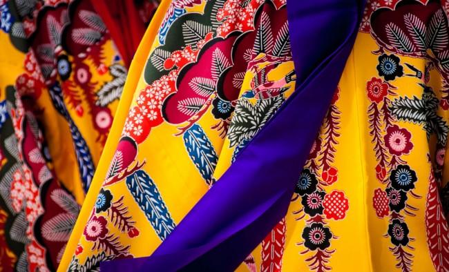 Отпариватель для одежды. За одеждой из дорогостоящих натуральных тканей нужен особо бережный уход: отпаривание предпочтительнее глажки утюгом