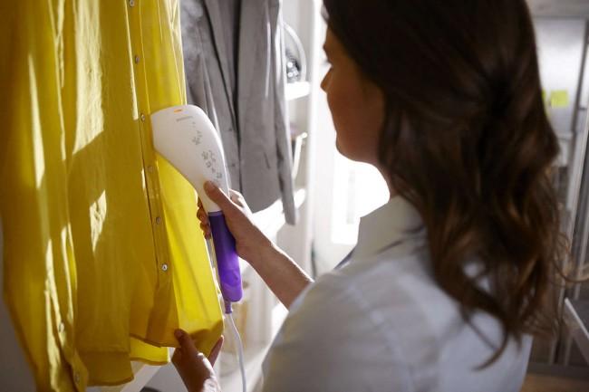 Отпариватель для одежды. Быстрое отпаривание единичного предмета одежды без необходимости раскладывать гладильную доску - это удобство и экономия времени