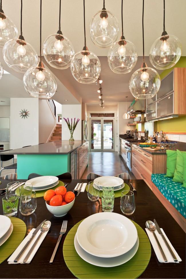 Сервировка стола в домашних условиях. Повседневный семейный обед. Цвета столового текстиля вполне могут подбираться гармонирующие с цветами оформления столовой