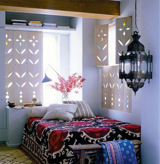 Ставни на окна. Простор для украшения деревянных ставней очень большой: резьба, окрашивание, цветное стекло и т.д.