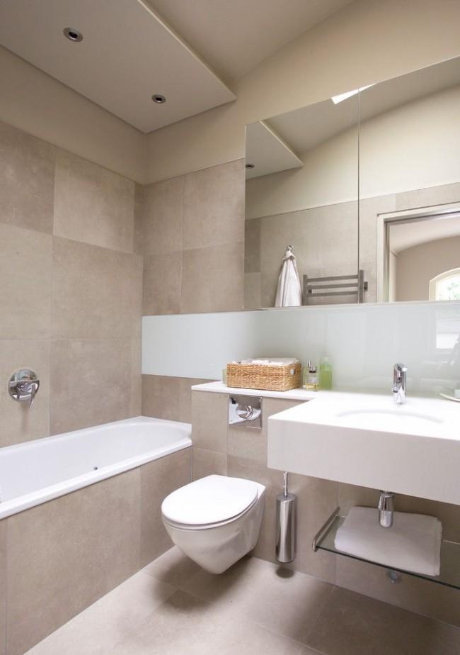 Для облицовки ванны выбрана та же плитка, что и для стен
