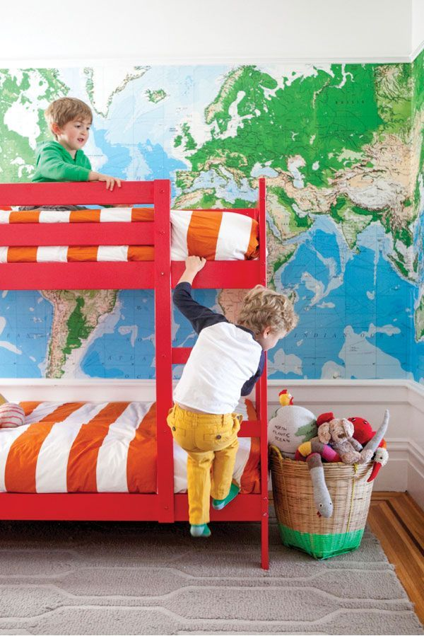 Ходить ребенку по мягкому, красивому ковру намного приятнее и безопаснее, чем по твердому полу
