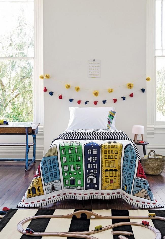 Стильный полосатый ковер в интерьере детской спальни