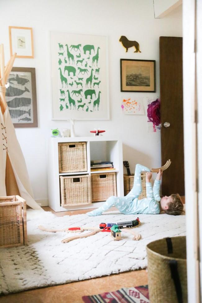Толстый мягкий коврик нежного цвета станет незаменимым местом для игр в раннем возрасте