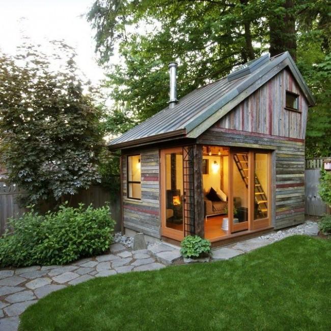 Миниатюрный дом с грамотной организацией интерьера позволяет превратить его в полнофункциональный дом со всеми удобствами