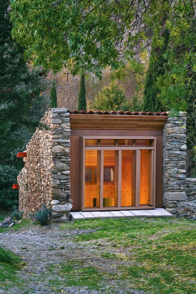 Dachnue_domiki_6_sotok_30Для сохранения природного рельефа дом можно немного приподнять над землей