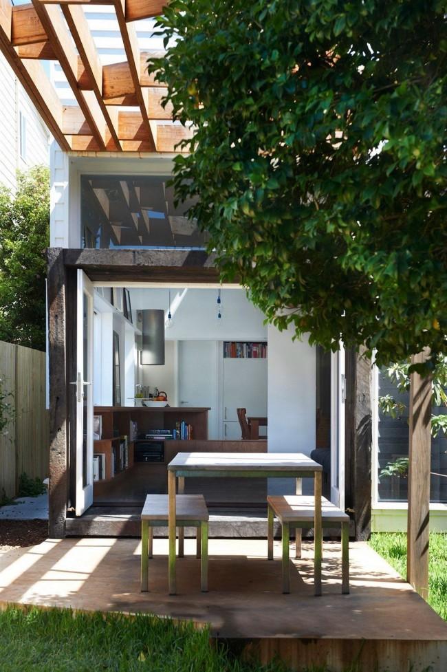 Дом не смотря на небольшие размеры обладает всеми удобствами и необходимыми помещениями для проживания: ванной, гостиной, спальней и зоной готовки