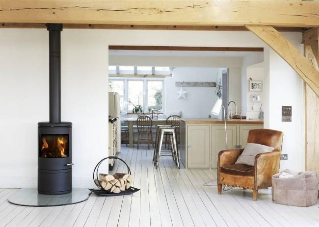 Вероятность наблюдения за живым пламенем и безопасность закрытого камина подарят вам спокойствие и расслабление