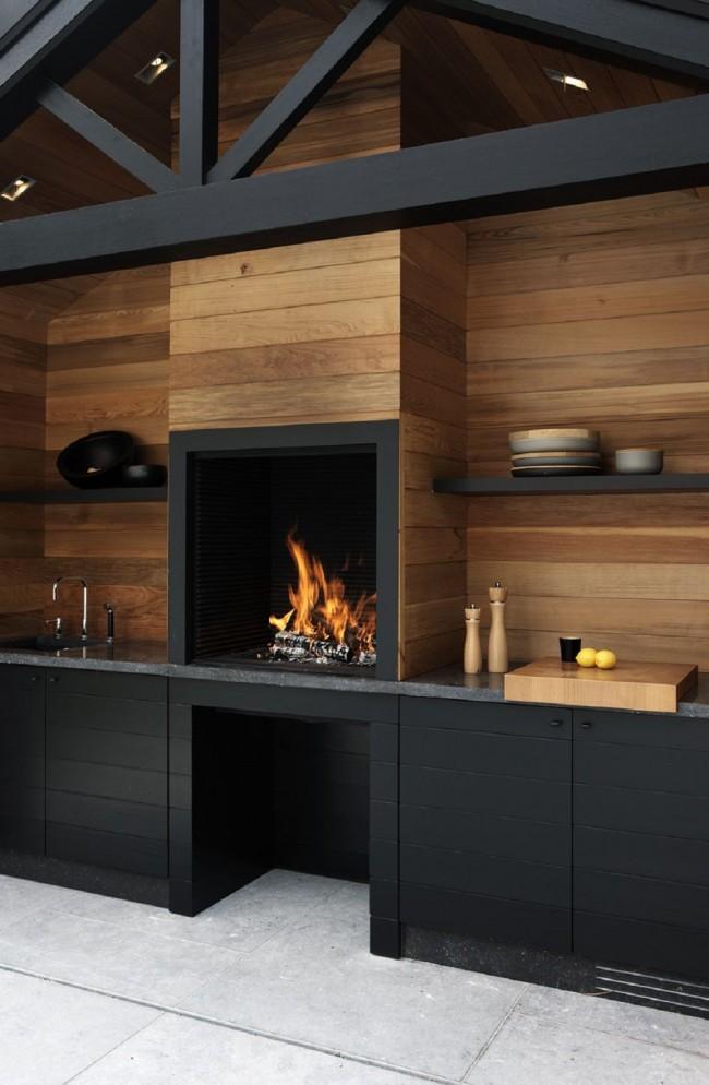 Печи-камины в интерьерах кухонных комнат позволяют сразу решать несколько задач