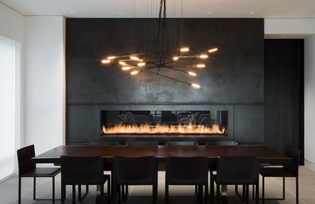 Электрический камин делает интерьер одновременно роскошным и лаконичным.