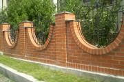 Фото 9 Кирпичный забор (65 фото): надежность, безопасность, эстетика