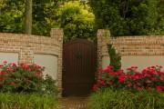 Фото 8 Кирпичный забор (65 фото): надежность, безопасность, эстетика