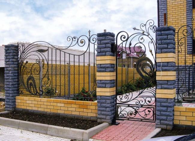 Шикарный кирпичный забор