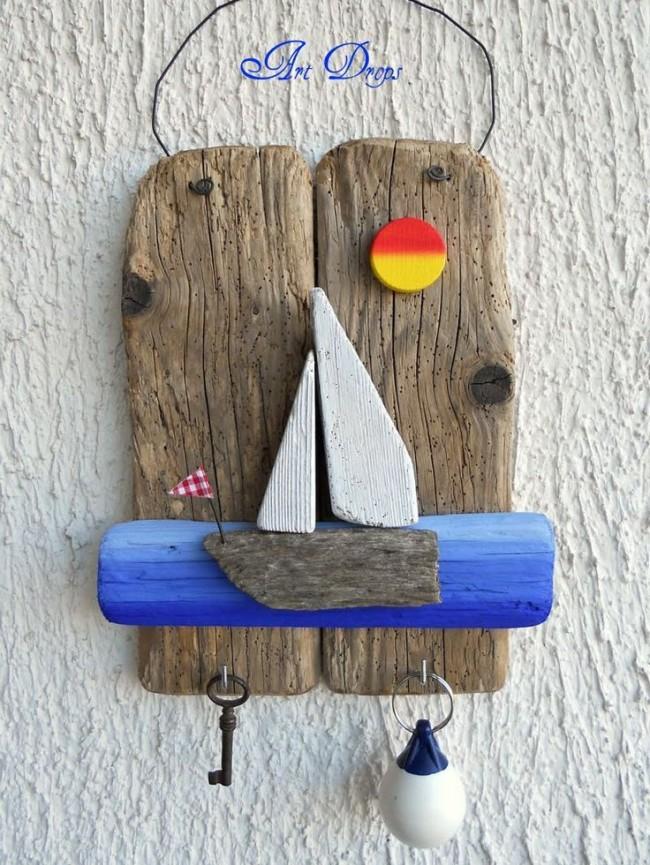 Ключница-панно из деревянных досок