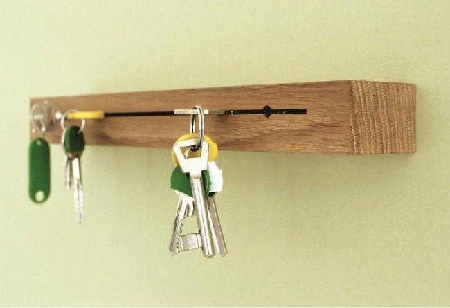 Простая и удобная ключница из бруса