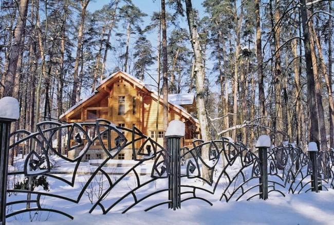 Красивый декоративный кованый забор
