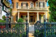 Фото 1 Кованые заборы: подбор правильной конструкции и 50 лучших решений для дома