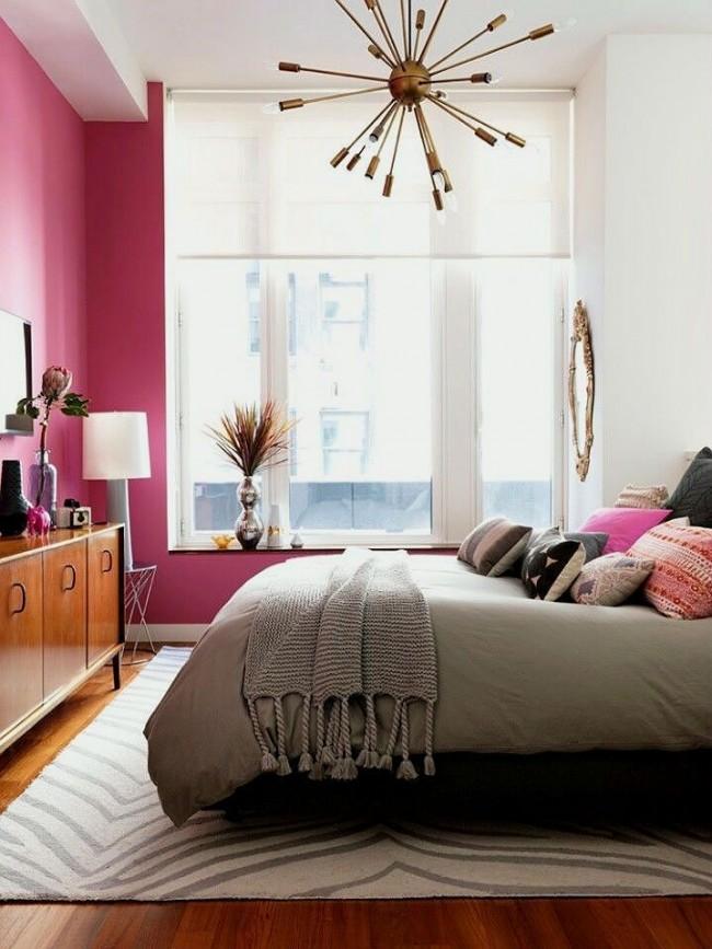 Из мебели в комнате должно быть только самое необходимое, чтобы не занимать пространство