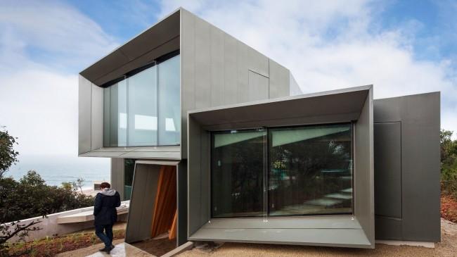 Необычный модульный дом на набережной