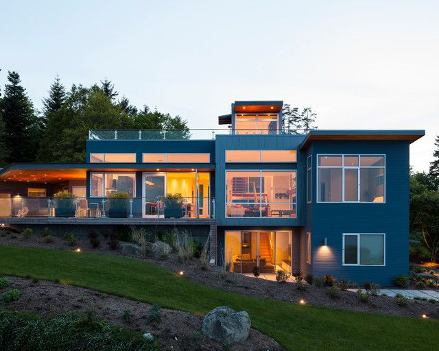 Разноплановый модульный дом с высокими потолками и пристроенной террасой позволит всей семье удобно разместиться и наслаждаться комфортом здания