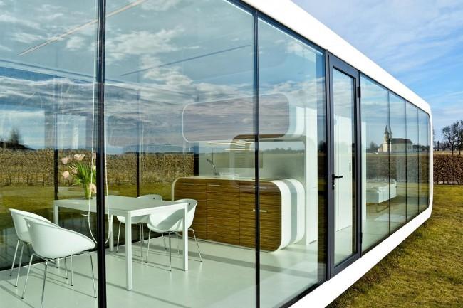 Модульным дом со стеклянным фасадом и великолепным интерьером