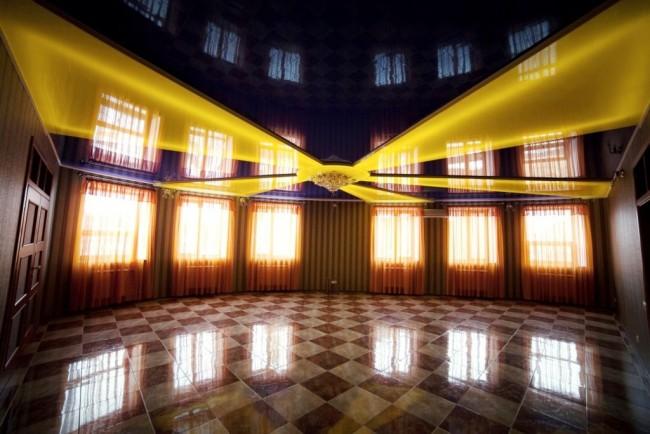 Контрастный натяжной двухуровневый потолок