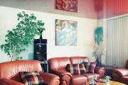 Фото 12 Натяжные потолки для зала (62 фото): выбор материала и стиля