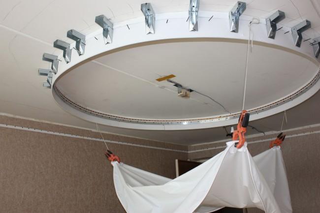 Монтаж натяжного потолка можно выполнить своими руками