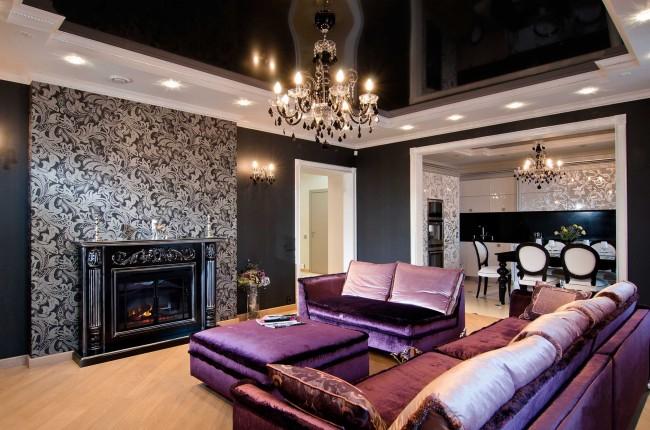 Интерьер гостиной с черным натяжным потолком