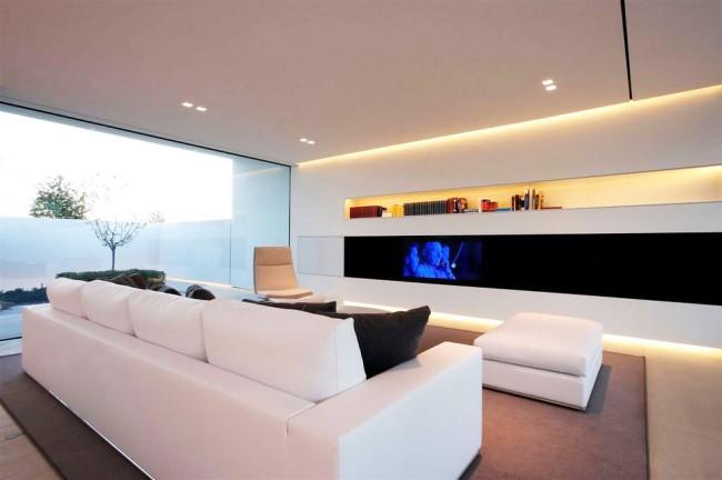 Белый натяжной потолок подходит для любого стиля в интерьере