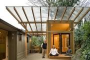 Фото 5 Навесы, пристроенные к дому, из поликарбоната (52 фото): функции, типы, плюсы и минусы